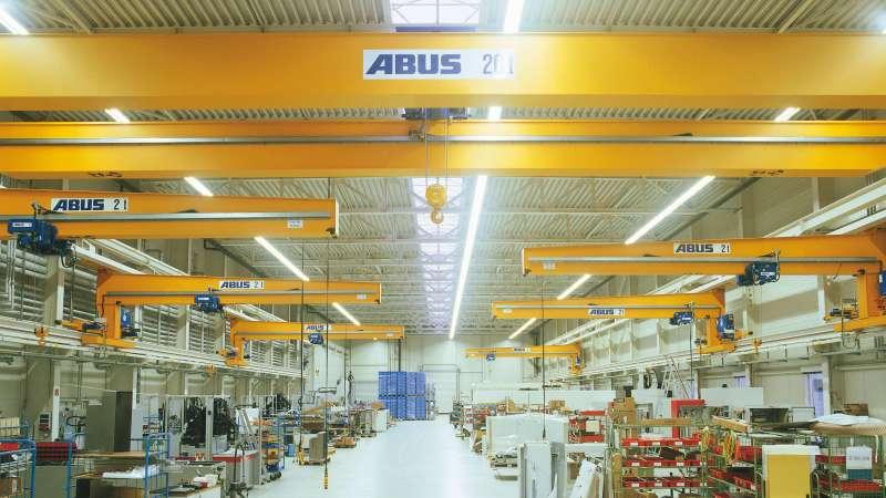 exeron GmbH   Oberndorf • Gleichmäßige Ausleuchtung der Produktionshallen unter Einhaltung der Brandschutzvorgaben beim Neubau einer Industriehalle.