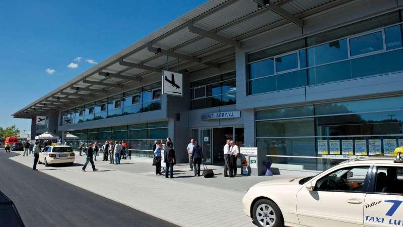 Bodensee-Airport Friedrichshafen   Friedrichshafen • Optimale Tageslichtnutzung im Neubau des Flughafen Terminals in Friedrichshafen