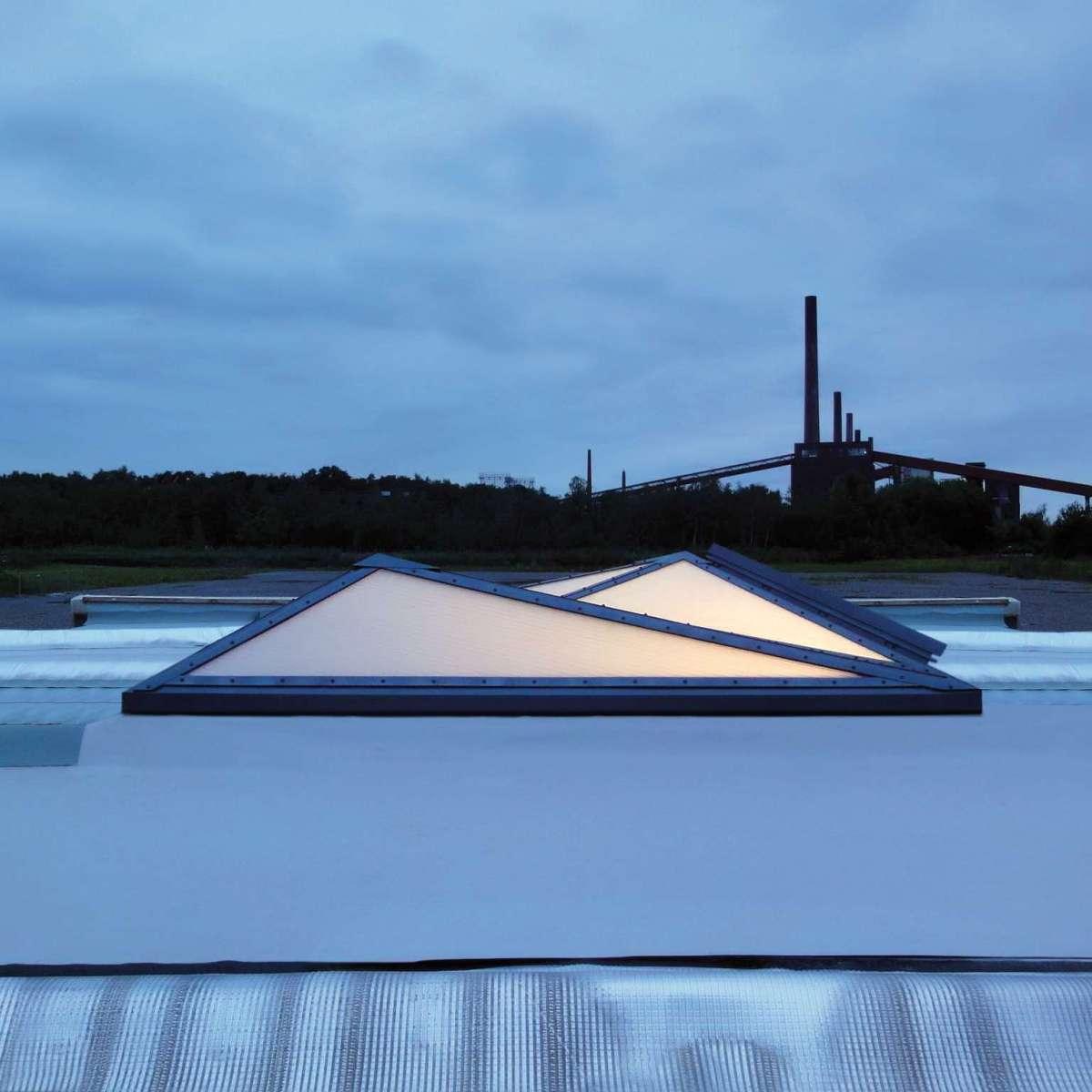 openOffice | Zeche Zollverein, Essen • Die Neue PLEXIGLAS- Verglasung steht für brillante Lichttransmission und sorgt dabei für eine schlagschattenfreie Ausleuchtung bis in die letzten Ecken des Raumes.