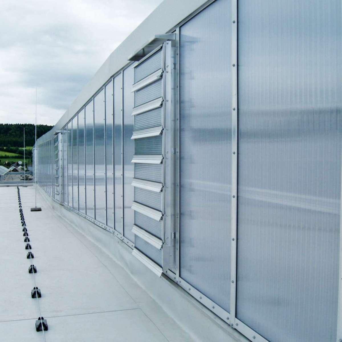 J. Schmalz GmbH  | Glatten • Tageslichtkonzept über Nordlichtsheds mit höchsten Wärmedämmeigenschaften der Verglasung für Passivhausstandard.