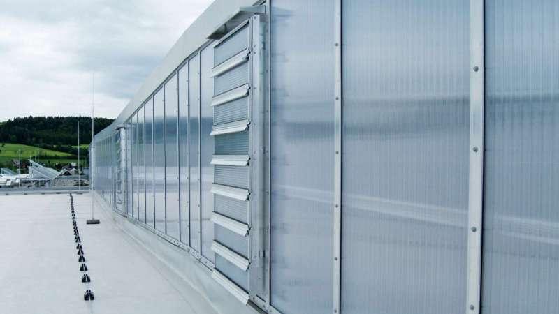 J. Schmalz GmbH    Glatten • Tageslichtkonzept über Nordlichtsheds mit höchsten Wärmedämmeigenschaften der Verglasung für Passivhausstandard.