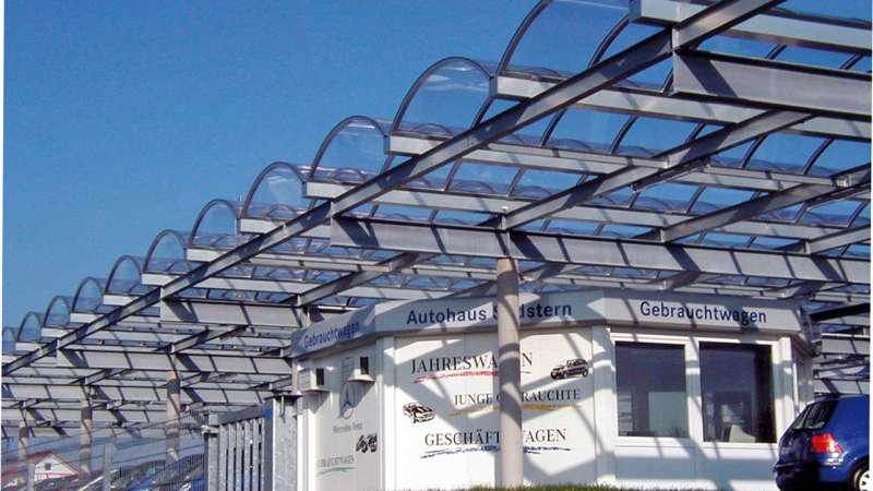 Autohaus Südstern   VS-Villingen • Bestmöglicher Schutz und Belichtung von Neu- und Gebrauchtwagen auf der Ausstellungsfläche im Freien.