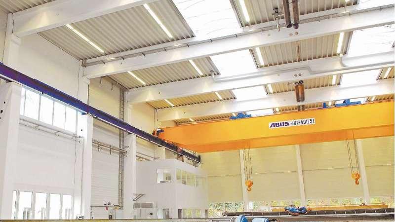 MWN Niefern Maschinenfabrik   Niefern • Gleichmäßige Ausleuchtung der Produktionshalle mit wirtschaftlichem Gewölbelichtband unter Einhaltung der Brandschutzvorgaben.